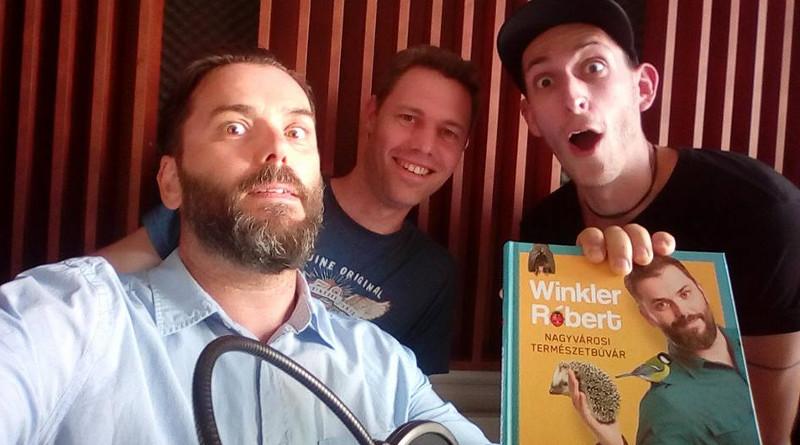 Mit csinál a menyét Winkler Róbert motorházában?